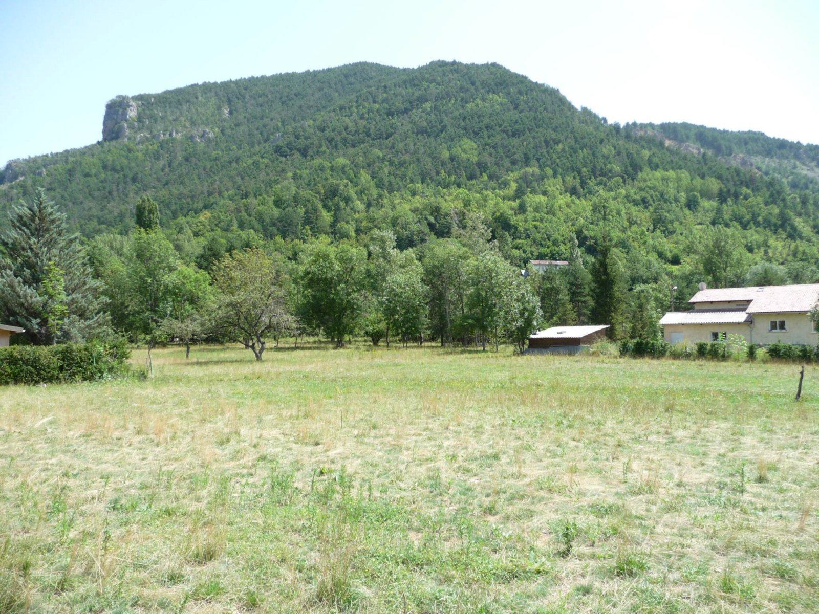 Vente terrain constructible plat 2500 m a guillaumes for Vente terrain constructible
